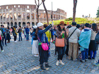 В Италии не следует давать чаевые или дотрагиваться руками до овощей и фруктов