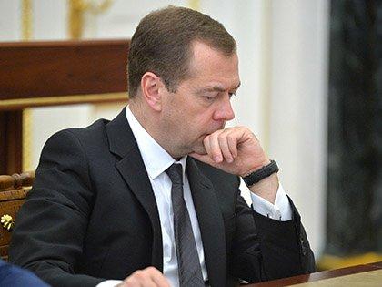 Рейтинг Дмитрия Медведева упал до 48%