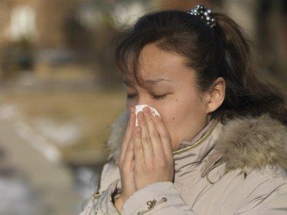 Рюмка водки (не больше!) при угрозе надолго слечь с простудой может быть полезна как профилактика заболевания