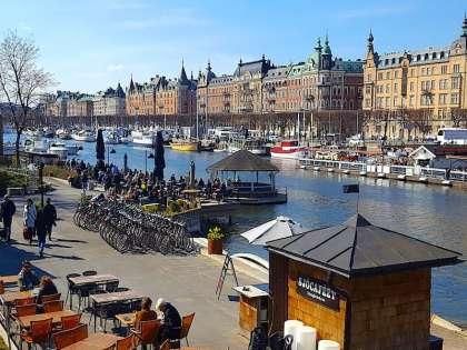Посидеть в кафе на берегу и почувствовать себя жителем Стокгольма