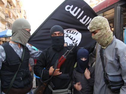 Боевики ИГ с флагом