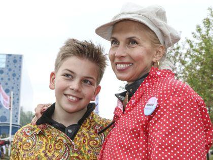 Алена Свиридова приехала с сыном