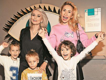 Ксения Новикова и Анастасия Гребенкина отлично повеселились с детьми