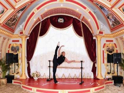 Этот зал Анастасия называет «Большой театр Волочковой»