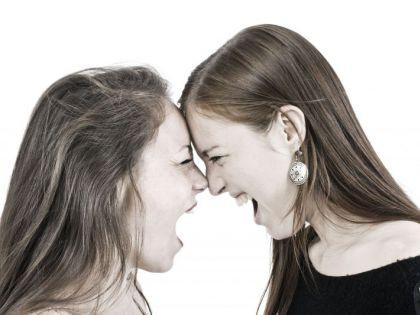 Две женщины договорились отомстить любовнику, узнав о его изменах