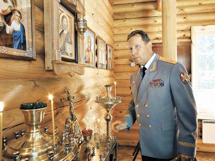 Виктор Золотов служит Путину, но и о Боге не забывает