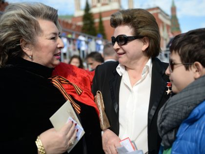 Тренер по фигурному катанию Татьяна Тарасова и космонавт Валентина Терешкова