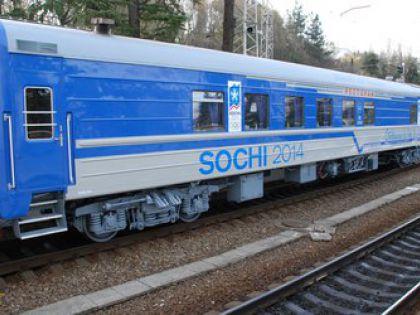 Движение поездов в Сочи остановили упавшие на пути деревья