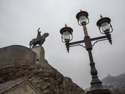 Вахтанг Горгасали спустя много веков продолжает следить за городом
