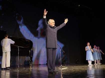Специальный гость фестиваля – композитор Евгений Дога, написавший музыку к Олимпиаде-80 и Олимпиаде-2014.