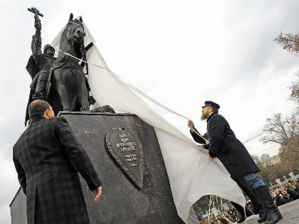 Памятник обещают дополнить «списком добрых дел» царя