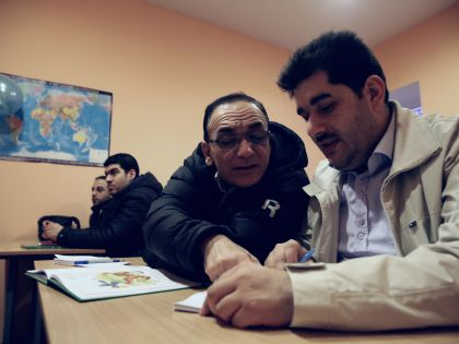 Сирийские беженцы на уроке русского языка