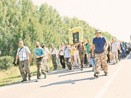 Крестный ход. Некоторые идут пешком до 100 км