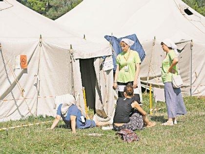 Паломники живут в палаточном городке