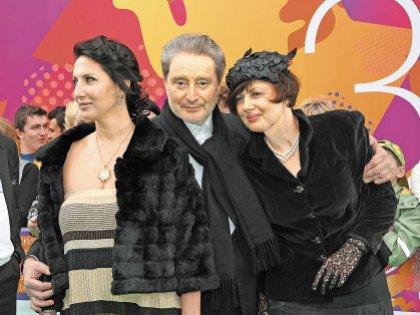 Алика с папой и его второй женой Галиной Аксеновой