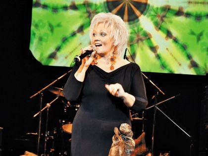Анне Вески споет новую зажигательную песню «Шалалэй» на юбилейном концерте 5 марта в Москве