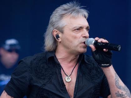 Концерт проходил 25 декабря, в день рождения Константина Кинчева