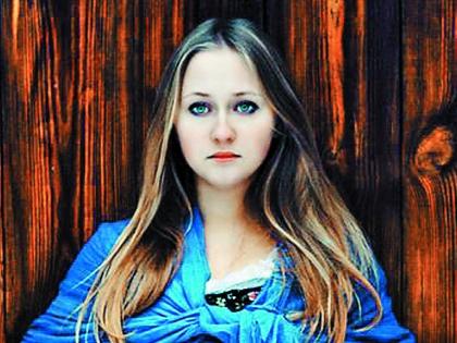 Настя, младшая дочь Белова, мечтает заняться бизнесом