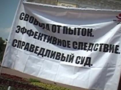 В квартиры правозащитников в Грозном пытаются ворваться