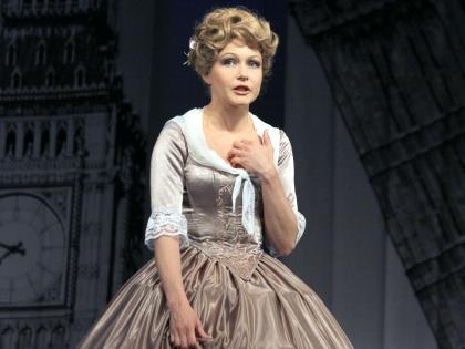 Помимо ТВ, Эльвира активно играет в театре