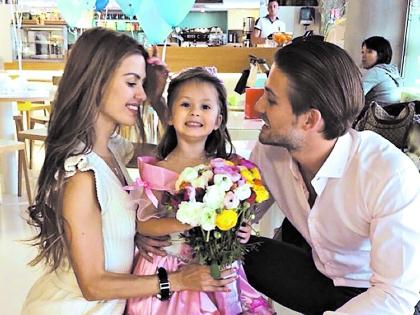 Виктория Боня с мужем и дочкой живут в Монако