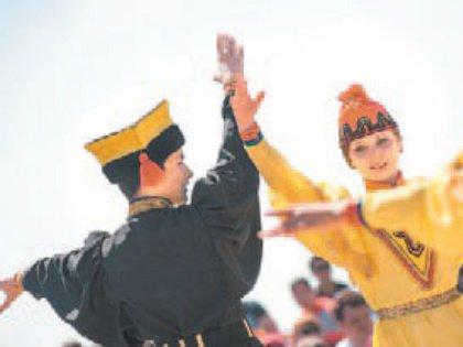 Главные праздничные молебны проходят в центральном хуруле Элисты