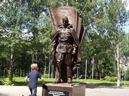 Памятник солдату Григорию Булатову в Кирове