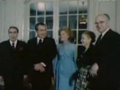 Анатолий Добрынин (крайний справа) на приеме в Белом доме вместе с Леонидом Брежневым и Ричардом Никсоном и их супругами
