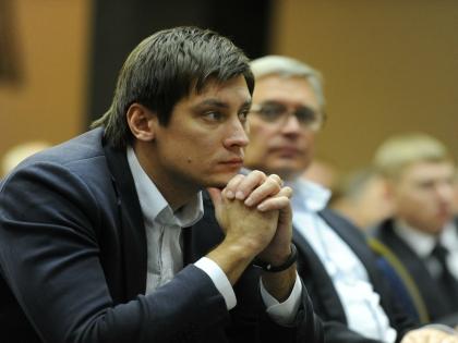 Госдума вынесла предупреждение депутату Дмитрию Гудкову