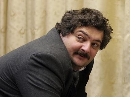 Дмитрий Быков: Собственной политической жизни у России нет - она целиком сосредоточилась на украинской