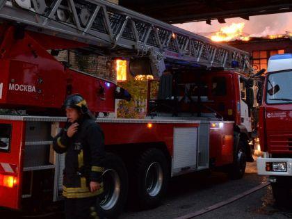 Огонь вспыхнул примерно в 05:00