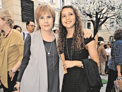 В наличии таланта у дочери Кати Догилева не сомневается