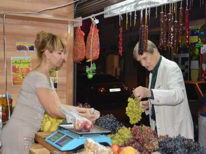 Актер Игорь Ясулович побывал на местном рынке