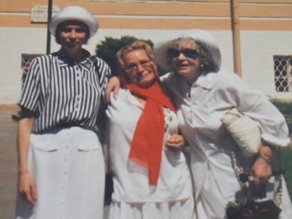 Светлана Павлова и Алла Ларионова с дочерью Ариной