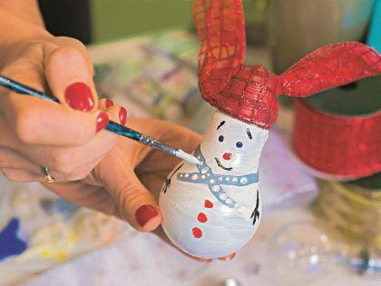 Завершаем новогодний образ снеговика