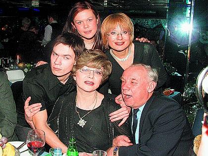 Эдита Пьеха с семьей