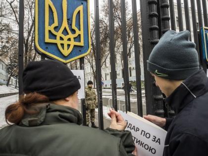"""Бывшие бойцы """"Айдара"""" протестуют у здания Минобороны"""