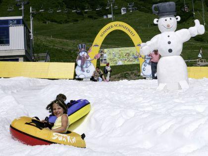 Поиграть летом в снежки? Легко!