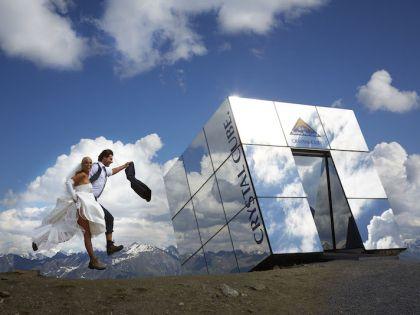 Кристальный куб на высоте 2600 метров