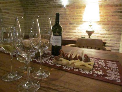 Провести дегустацию грузинского вина можно в любом винном бутике
