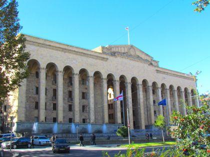 Здание Парламента на проспекте Руставели