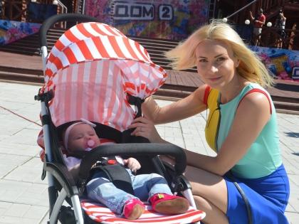 Элина Карякина-Камирен с дочерью Сашей