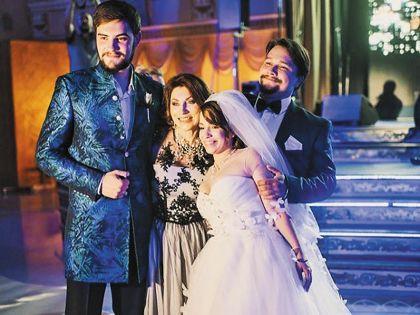 На свадьбе дочери Роза Раифовна была счастлива как никогда