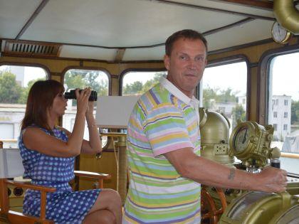 Наталья Сенчукова и Виктор Рыбин на своей лодке