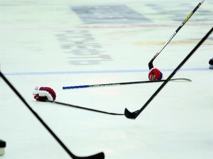 В финале молодежного чемпионата мира хоккейная сборная Канады обыграла команду Российской Федерации в Торонто со счётом 5:4