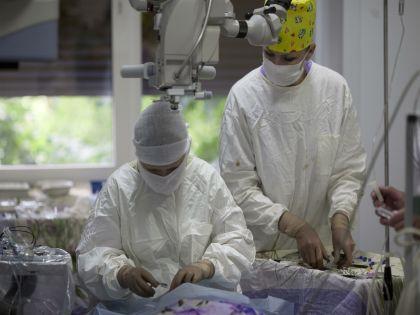 Операция по пересадке сетчатки глаза из стволовых клеток