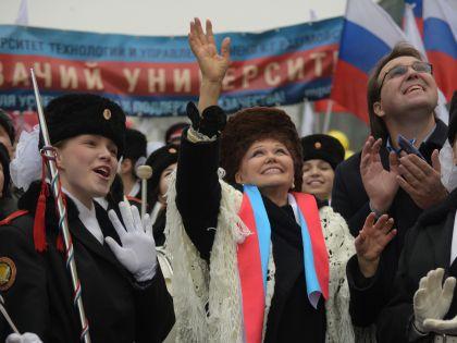 Сенатор Валентина Петренко во время празднования Дня народного единства