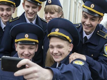 Уроки безопасности селфи хотят ввести в школе, но идея остаётся «в подвешенном состоянии»