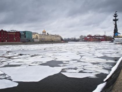 Москва все меньше притягивает иностранцев, поток иностранных туристов снизился на 30–50%