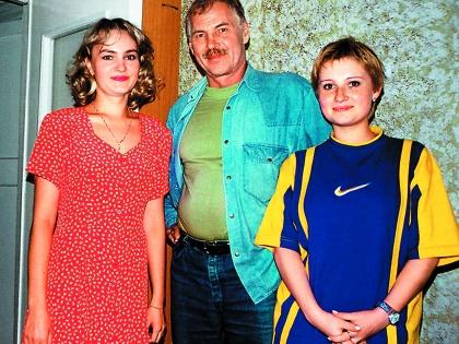 Владимир Гостюхин с Ирой и Ритой (справа)
